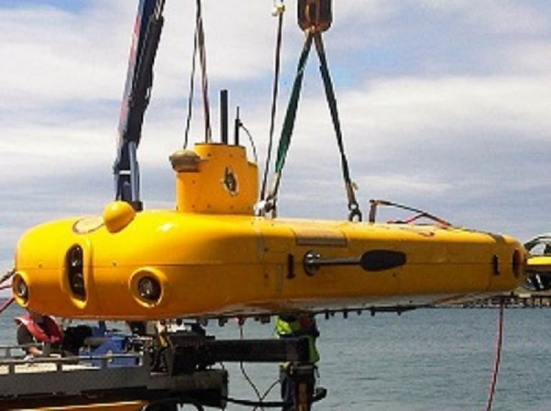 Sub-surface AUV with Underwater SPECTRE Marine Autopilot installed being lowered into water
